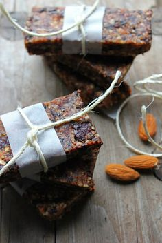 happy hearted kitchen: Almond, Date & Dried Cherry Raw Bars