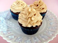 mocha cupcakes with espresso buttercream frosting. a couple of my favorite flavors in cupcake form! yum.