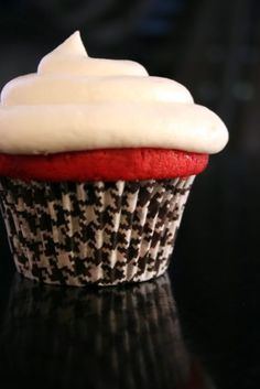 Houndstooth cupcake wrapper. Roll Tide!