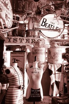 an essence of Portobello road  Alices Antiques  www.theportobelloartsclub.com