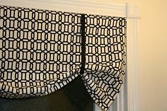 DIY valance...I need to make a couple of these!