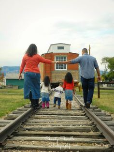 Fall family pictures - railroad tracks - train - Chasity Sherelle Photography
