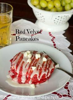 Red Velvet Pancakes | @dinnersdishesdessert