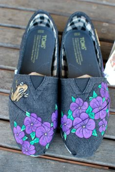 Beautiful Flower TOMS // #TOMSshoes TOMS Shoes #OneforOne One for One #StyleYourSole Style Your Sole #DIY
