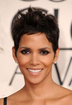 Halle Berry is the queen of the short 'do. #halle #berry #short #haircut #hair