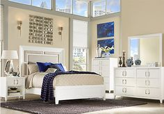 Sofia Vergara Santa Clarita Pearl White 5 Pc Queen Bedroom at Rooms To Go.