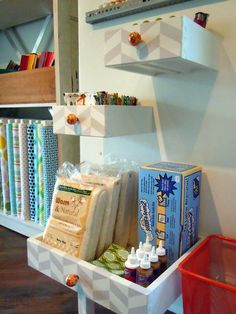 DIY: Old Drawers To New Shelves