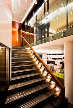 Muchas veces, al momento de decorar nuestro hogar, nos olvidamos de las escaleras. Conoce algunos tips para que la decoración de tu escalera sea original... http://hogar.linio.com.mx/decoracion-2/decora-tus-escaleras/