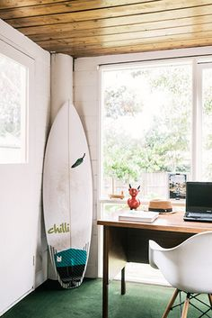 HANG TEN: 21 HOMES THAT PROVE SURF IS CHIC Surfboards aren't just for salty-bearded fellas — we're seeing them in the most stylish homes. - thedesignfiles2