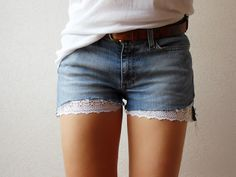 cut off jeans w/ English lace trip