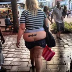 i'm sorry but you HAVE to know! and...she's carrying a victoria's secret bag...