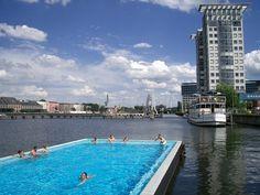 Badeschiff. Berlin