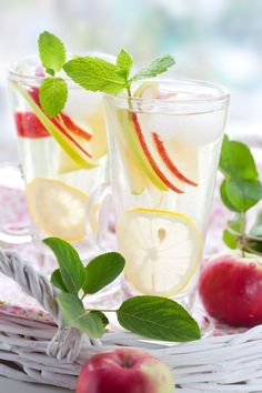 Sparkling Water with Lemon, Mint and Ice. Healthy alternative to sodas. Tasty recipes.