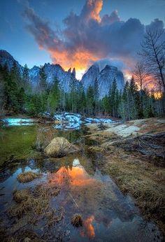 Beautiful landscape from the Sun Sea and Mountains -Yosemite at sunset- California - USA.