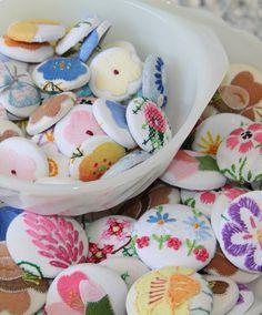 vintage embroidered linens, vintag embroid, embroidered buttons, vintag linen, vintage linen ideas, embroid linen, stain, vintage embroidery ideas, button button
