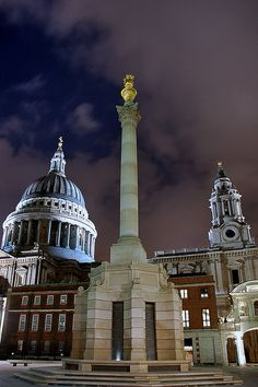Night in London Paternoster square