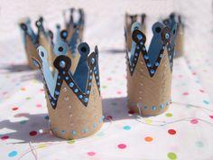 Encore des couronnes fabriquées en rouleau de papier toilette, pour un superbe effet !