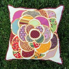 An Anthropologie-inspired pillow plus a FREE template for download to make your own!