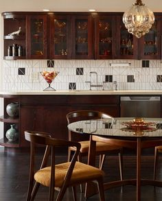 A Post-Deco Pied-a-Terre