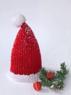 Free Pattern - #Crochet baby a santa hat this year to ring in the spirit of Christmas and add something special to those holiday photos. #christmas #holidays #santa