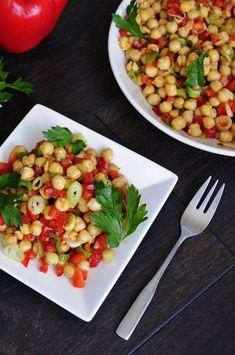 Easy Chickpea Salad is healthy, gluten free and vegan. Major vegan protein kick!  #vegan #glutenfree