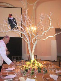 Centros de mesa con varas on pinterest - Centros de mesa con pinas secas ...