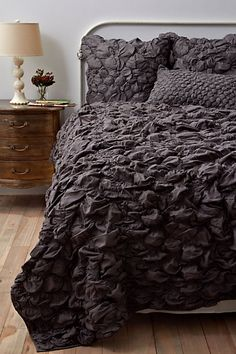 dark gray duvet. it's stunning.