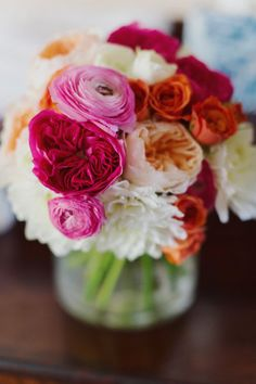 We love this bright and bold garden roses + ranunculus centerpiece Photography by Forevercandid Photography / forevercandid.com, Floral Design by Floral Designs by Laura Jean / facebook.com/designbylaurajean