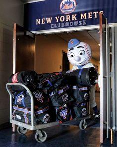 Mr. Met packs up the Mets for Spring Training.