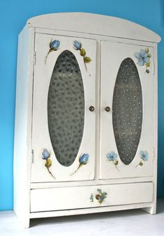 Armoire on pinterest armoires painted armoire and french armoire - Armoires anciennes peintes ...