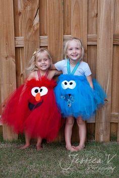 Disfraces de Elmo y del Monstruo de las galletas.