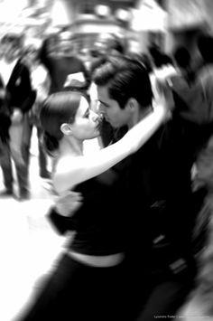 Argentine Tango Callejero (street). Photo by Lysandro Trotta °