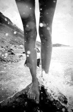 leg, the wave, the ocean, ocean waves, sea, rock, toe rings, beach, splish splash