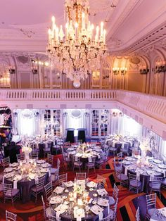 Love the chandelier, room and layout!  #RobbinsBrothers #GetEngaged