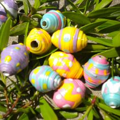 Egg shaped paper beads