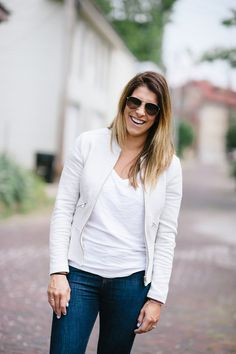 Blogger Lou What Wear looks casual-chic in her Gap legging jeans.