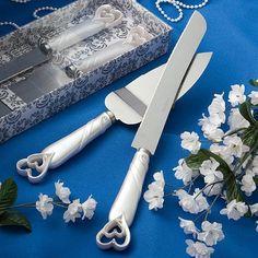 Interlocking hearts design cake knife server set.  #wedding #gifts #weddingcake