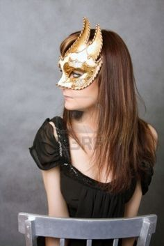 Bastante joven mujer con máscara de carnaval veneciano Foto de archivo - 4994973