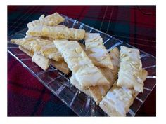 It's amazing how something so easy to make is so delicious. http://www.quick-german-recipes.com/almond-bar-recipe.html A real treat for Christmas! almond bar, almonds, food, german, bar recipes, bar cookies, christma, almond cookies, treat