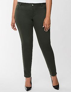Pair a basic tee with a green pair of Ankle Pants - a Genius Fit for St. Patrick's Day! #LaneBryant