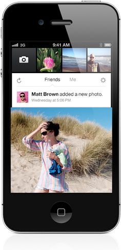 Which are main differences between new facebook camera app and instagram app?