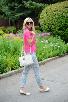 This is super cute. I love the idea of mixing a lacy top with floral print skinnies. And the flats and bag are so pretty!