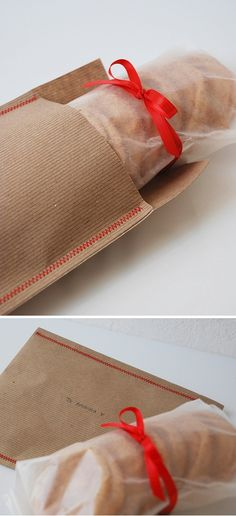 Beautiful idea to wrap cookies. Wax paper, sewn kraft paper and a ribbon.