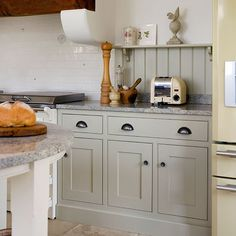 Grey Shaker-style kitchen | Kitchen decorating | Beautiful Kitchens | Housetohome.co.uk