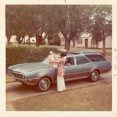 1969 Oldsmobile Vista Cruiser station wagon, vintage pic from '69