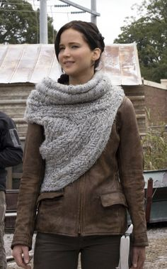 Katniss Everdeen scarf/wrap. **Free pattern** http://m.ecouterre.com/ecouterre/#!/entry/knit-crochet-katniss-everdeens-cowlneck-wrap-from-catching-fire,5293d86f025312186c90d75b/media/1