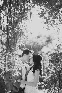 Photography: Stephanie W Photography - stephaniew.com  Read More: http://www.stylemepretty.com/2014/08/26/jacksonville-treaty-oak-park-engagement/