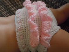Crochet ruffle bloomers. Free pattern.