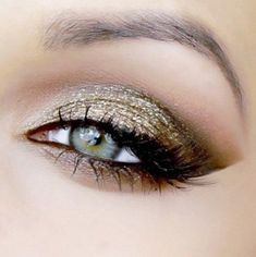 Gold makeup, looks great with green eyes!