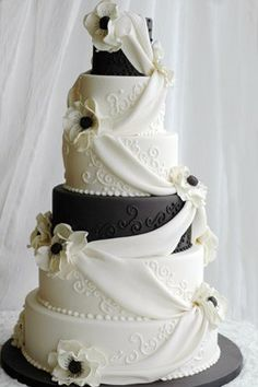 Black and White Wedding Cakes with Red Roses | Black and White Wedding Cakes